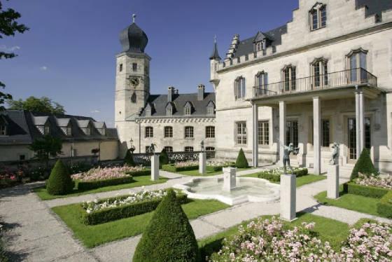 Coburg_Schloss_Callenberg_Blick_vom_Rosengarten.jpg height=300